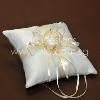 Buy Wedding Ring Pillow Singapore: The most beautiful wedding rings  Customized wedding ring pillow    ,